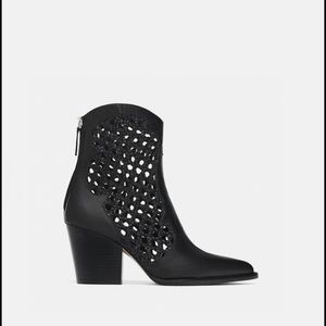 New with tag Zara open wave ankle boots